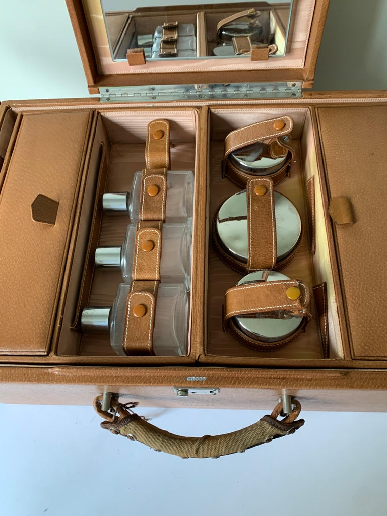 1950s Mark Cross Tan Leather Travel Dual Vanity Train Case For Sale 5