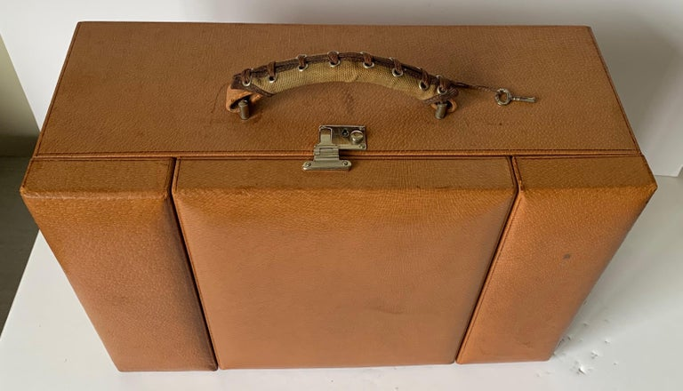 1950s Mark Cross Tan Leather Travel Dual Vanity Train Case In Good Condition For Sale In Stamford, CT