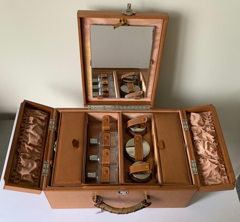 1950s Mark Cross Tan Leather Travel Dual Vanity Train Case For Sale 3