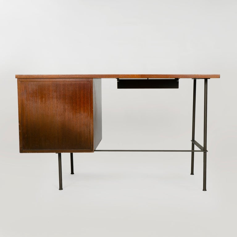 1950s Metaphor Desk in Mahogany and Brass by Harvey Probber In Good Condition For Sale In Sagaponack, NY