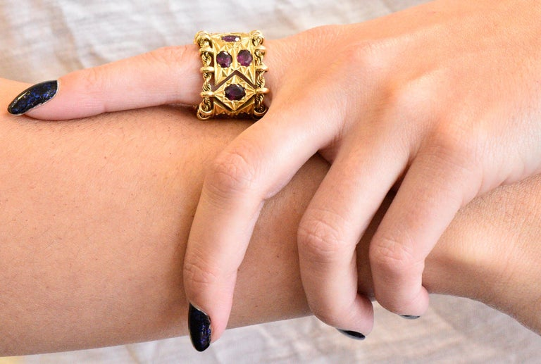 1950's Mid-Century 7.50 Carat Ruby 18 Karat Gold Link Articulated Band Ring For Sale 1