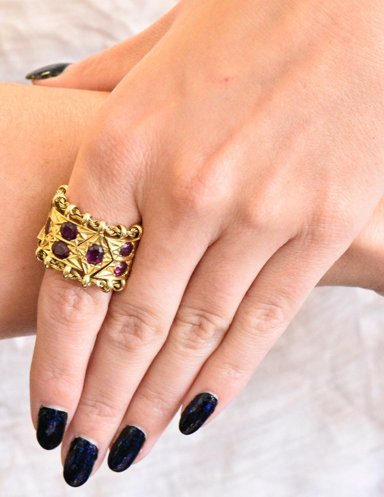1950's Mid-Century 7.50 Carat Ruby 18 Karat Gold Link Articulated Band Ring For Sale 3