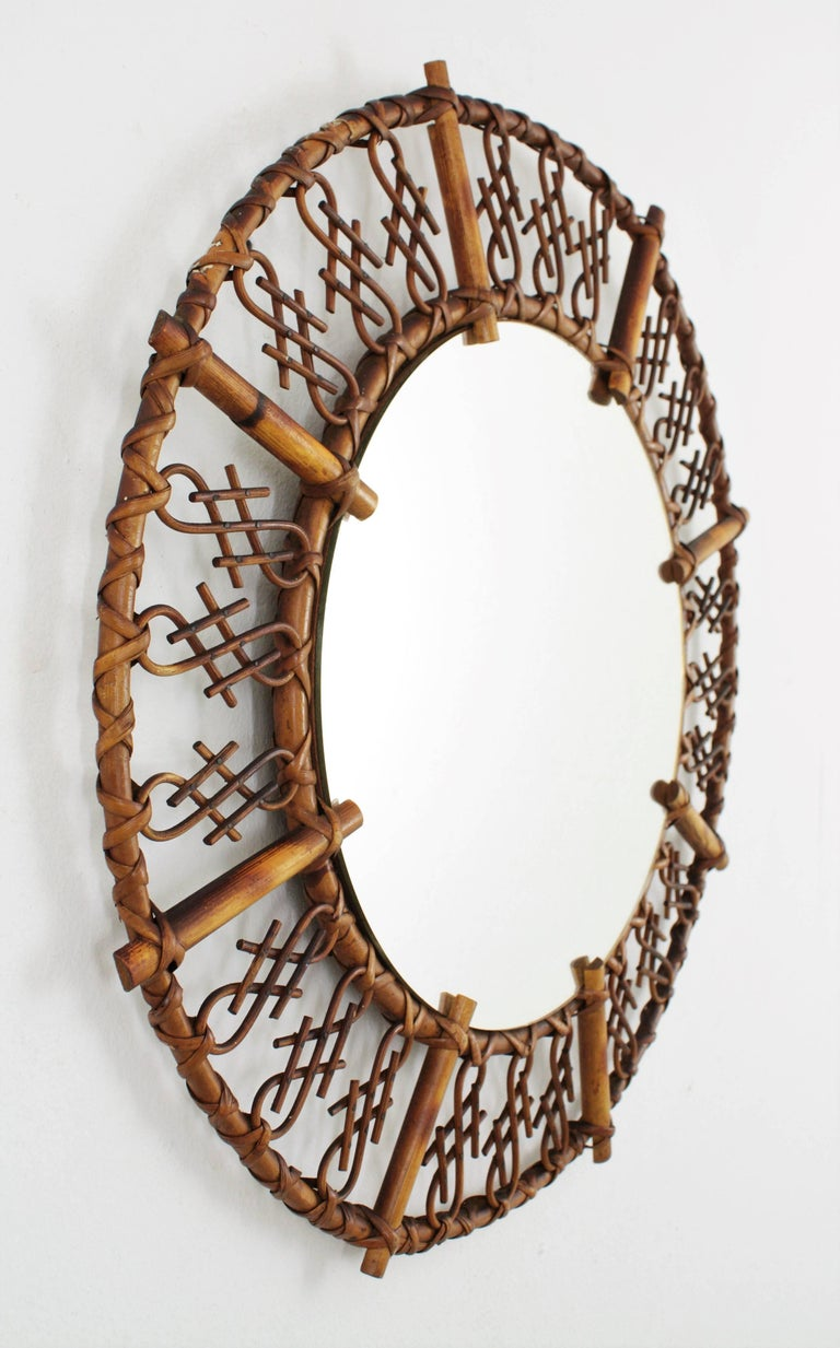 European 1950s Mid-Century Modern Chinoiserie Rattan and Bamboo Round Mirror For Sale