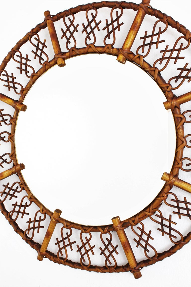 20th Century 1950s Mid-Century Modern Chinoiserie Rattan and Bamboo Round Mirror For Sale