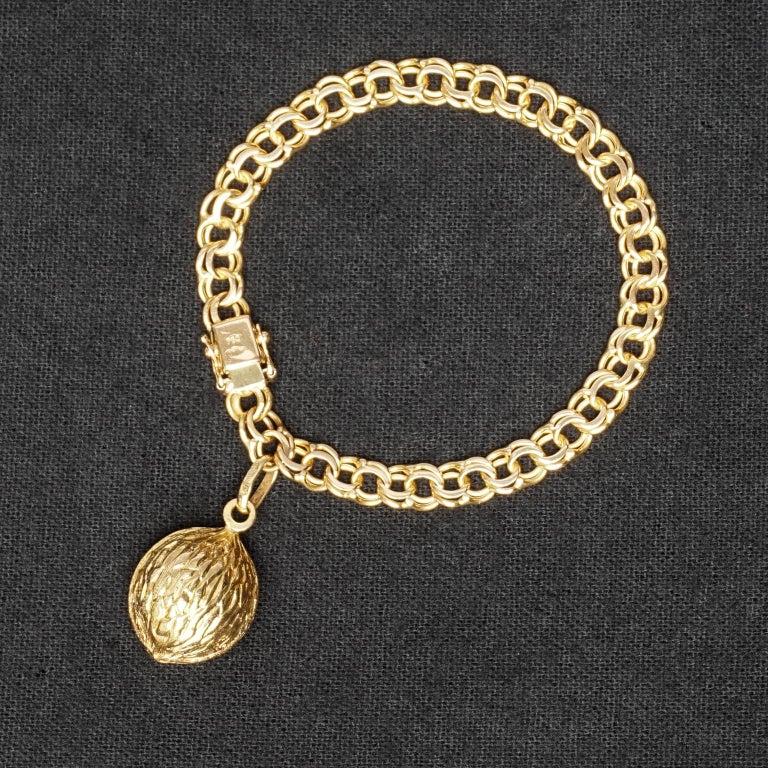 Dutch 1950s Midcentury Classic Double Link 18-Karat Gold Charm Bracelet with Nut Charm For Sale