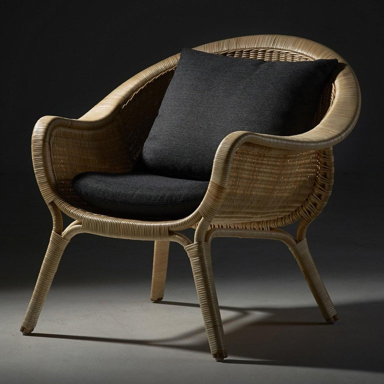 Vintage look and resolutely contemporary, this lounge rattan armchair