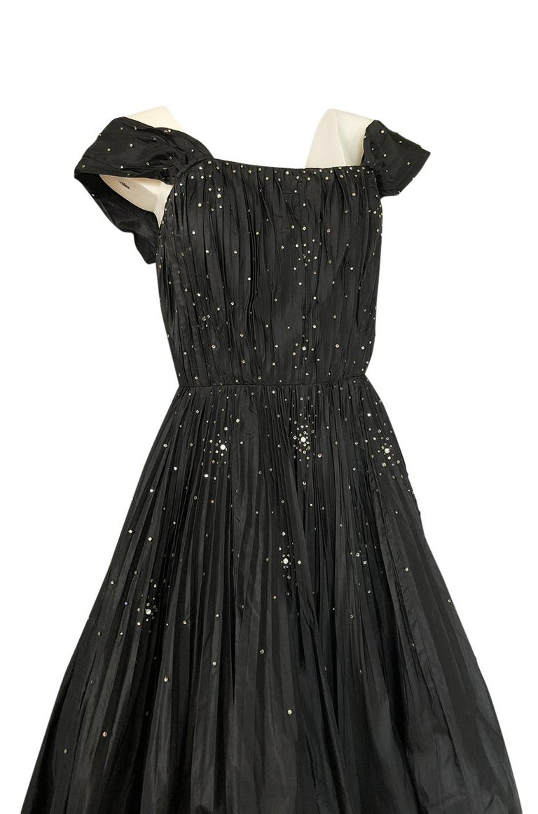 fd7a98c37234 1950s Norman Hartnell Haute Couture Rhinestone Detailed Bubble Hem Dress  For Sale 2