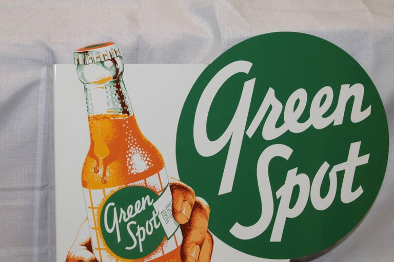 Green Spot was founded in 1934 in the United States after the introduction of Orangeade, the brand established operations in Thailand in 1954. This style of labeling was only made during the 1930s-1960s. Then they changed their logo.