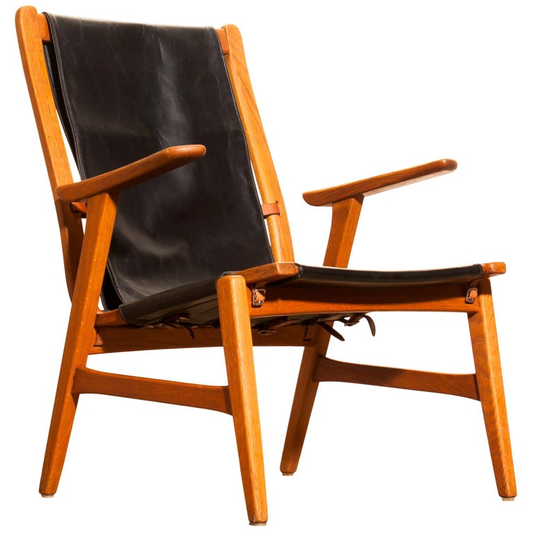 Swedish 1950s, Oak and Leatherette Hunting Lounge Chair 'Ulrika' by Östen Kristiansson For Sale