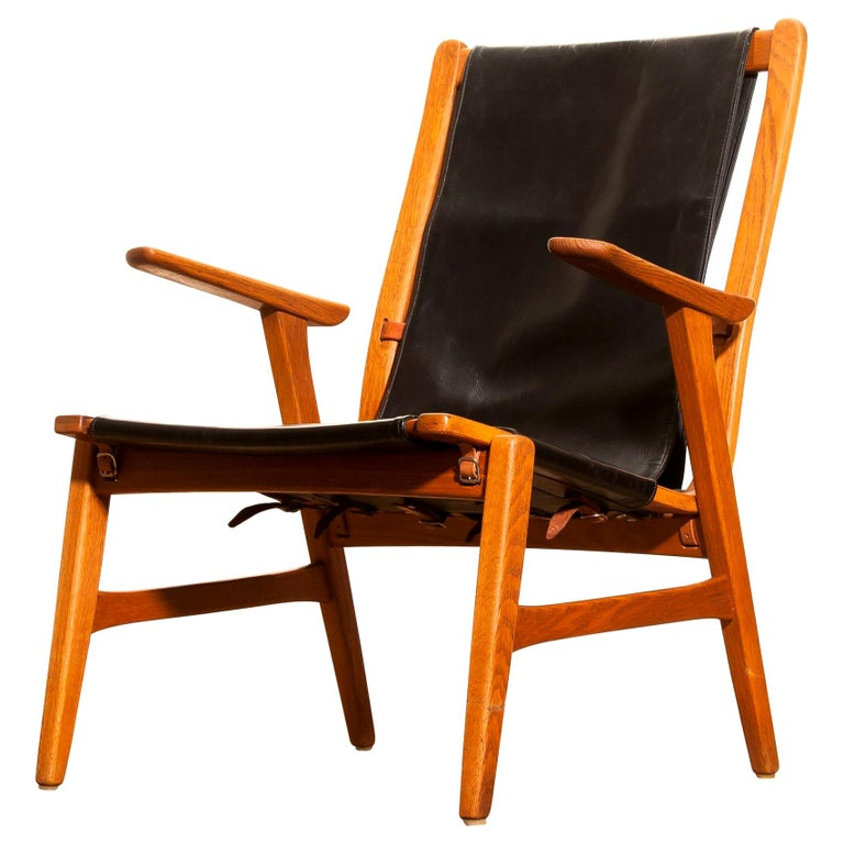 1950s, Oak and Leatherette Hunting Lounge Chair 'Ulrika' by Östen Kristiansson In Good Condition For Sale In Silvolde, Gelderland