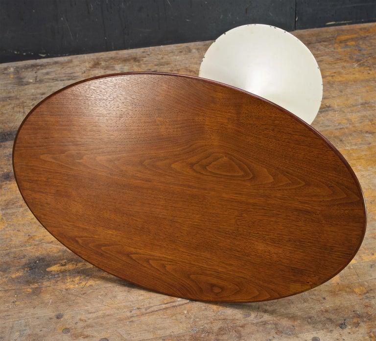 Mid-Century Modern 1950s Oval Walnut Tulip Side Table Madison Avenue Eero Saarinen Knoll Elliptical For Sale