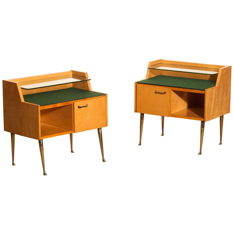 1950s, Pair of Italian Nightstands in Maple with Brass Legs by Paolo Buffa For Sale 5