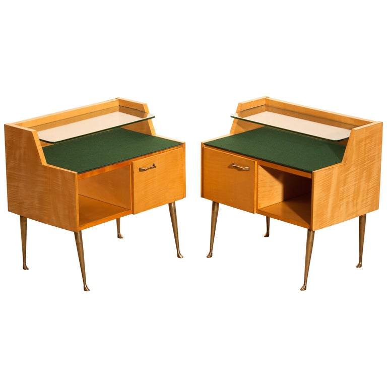 1950s, Pair of Italian Nightstands in Maple with Brass Legs by Paolo Buffa For Sale 6