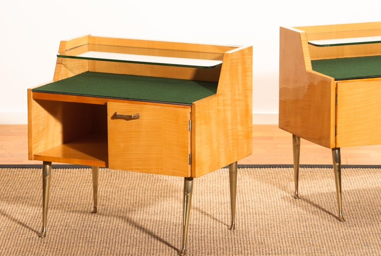 1950s, Pair of Italian Nightstands in Maple with Brass Legs by Paolo Buffa For Sale 7