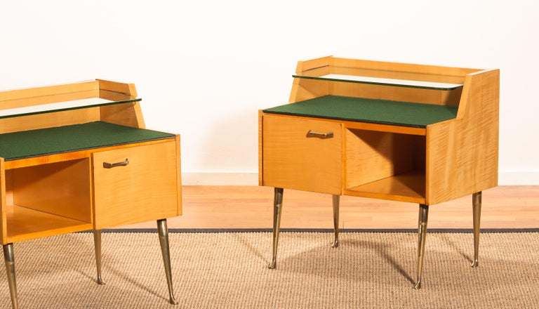 1950s, Pair of Italian Nightstands in Maple with Brass Legs by Paolo Buffa For Sale 8
