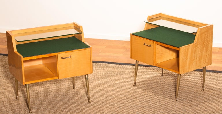 1950s, Pair of Italian Nightstands in Maple with Brass Legs by Paolo Buffa For Sale 9