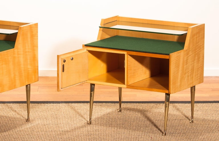 1950s, Pair of Italian Nightstands in Maple with Brass Legs by Paolo Buffa For Sale 10