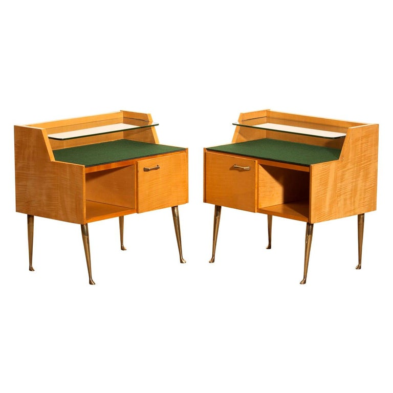Mid-Century Modern 1950s, Pair of Italian Nightstands in Maple with Brass Legs by Paolo Buffa For Sale