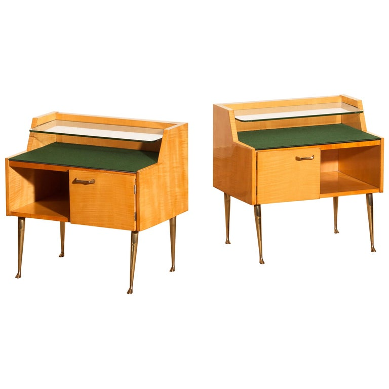 1950s, Pair of Italian Nightstands in Maple with Brass Legs by Paolo Buffa In Good Condition For Sale In Silvolde, Gelderland