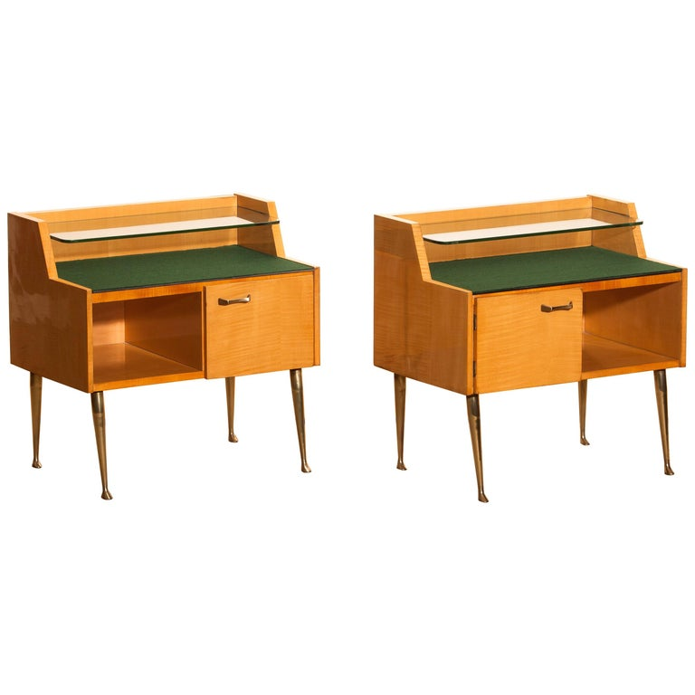 Mid-20th Century 1950s, Pair of Italian Nightstands in Maple with Brass Legs by Paolo Buffa For Sale