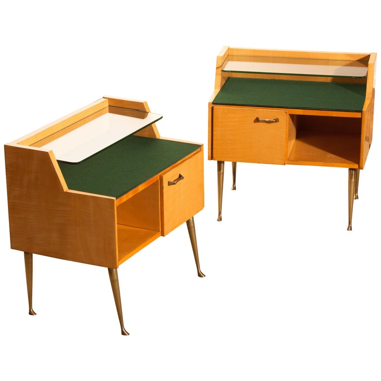 1950s, Pair of Italian Nightstands in Maple with Brass Legs by Paolo Buffa For Sale 1