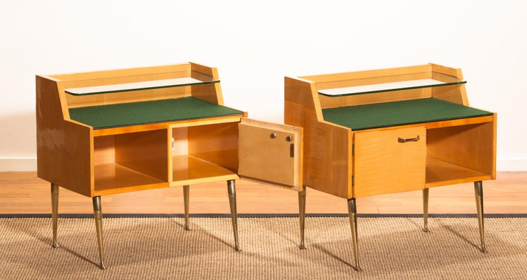1950s, Pair of Italian Nightstands in Maple with Brass Legs by Paolo Buffa For Sale 4
