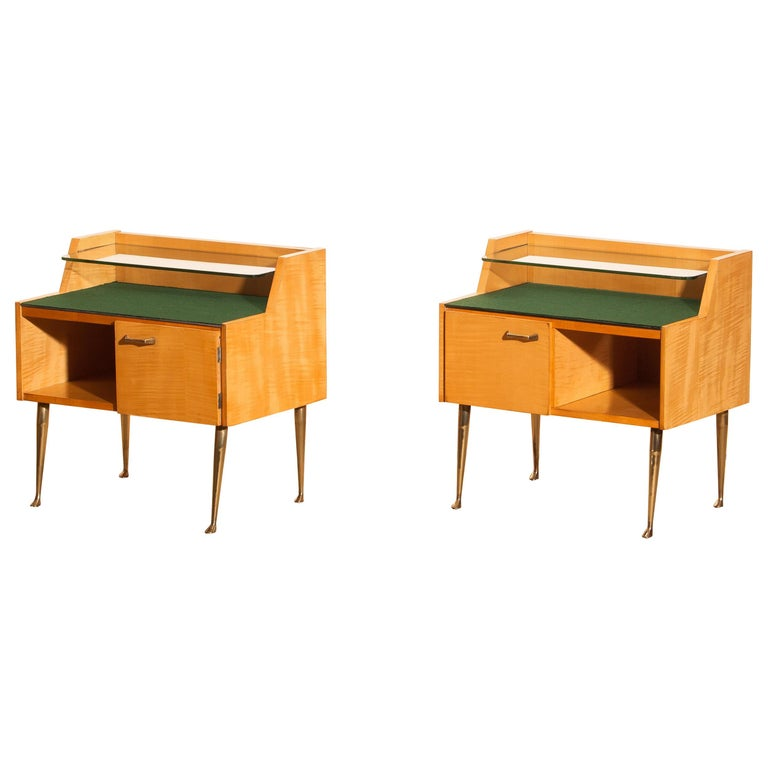 1950s, Pair of Italian Nightstands in Maple with Brass Legs by Paolo Buffa For Sale