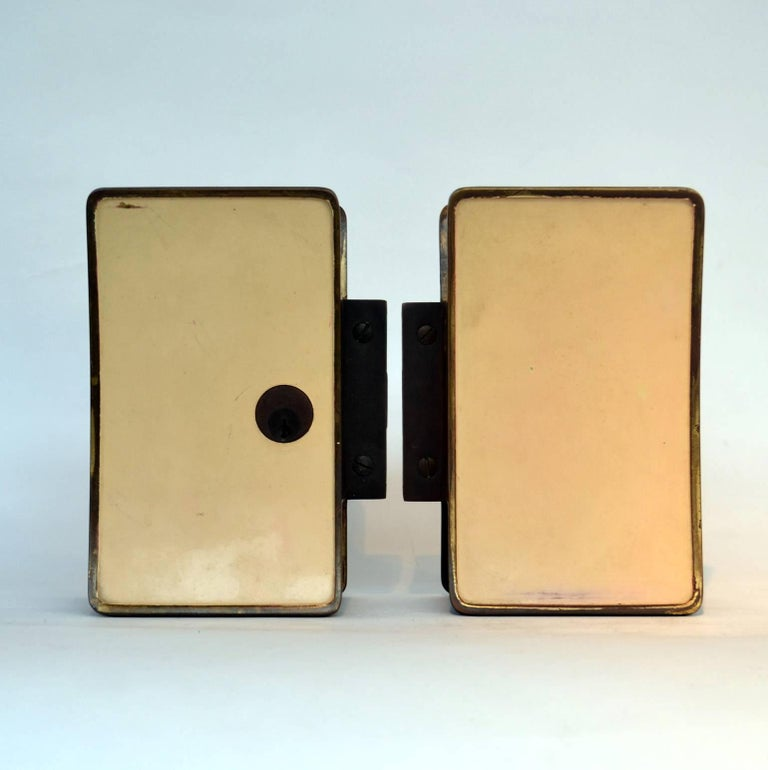 1950s Pair of Italian Push-Pull Door Handles Brass and Cream Enamel In Excellent Condition For Sale In London, GB