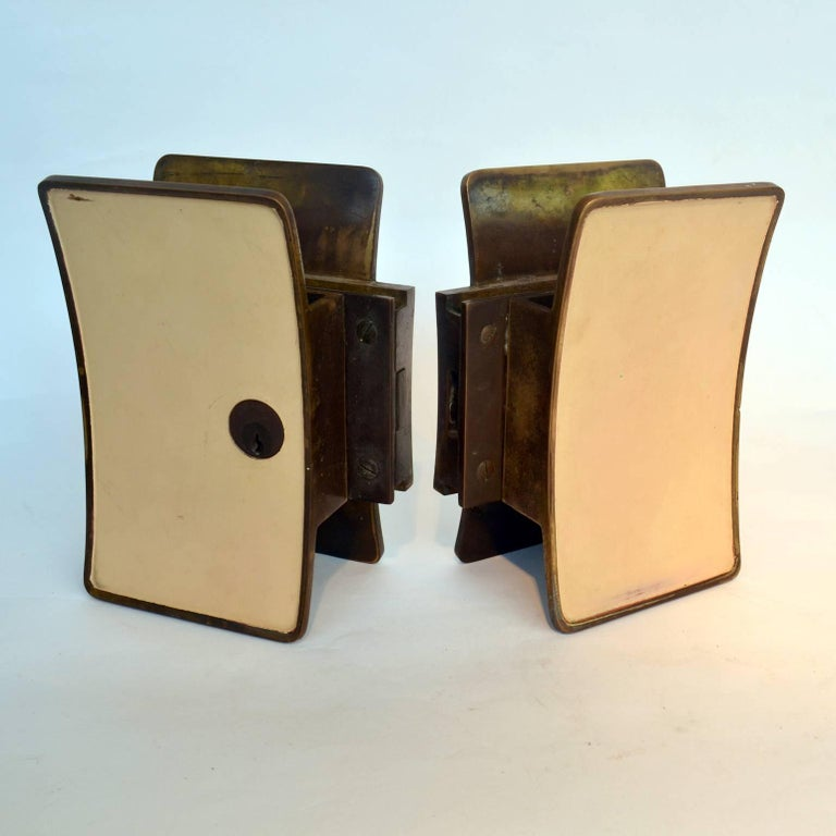 1950s Pair of Italian Push-Pull Door Handles Brass and Cream Enamel For Sale 1