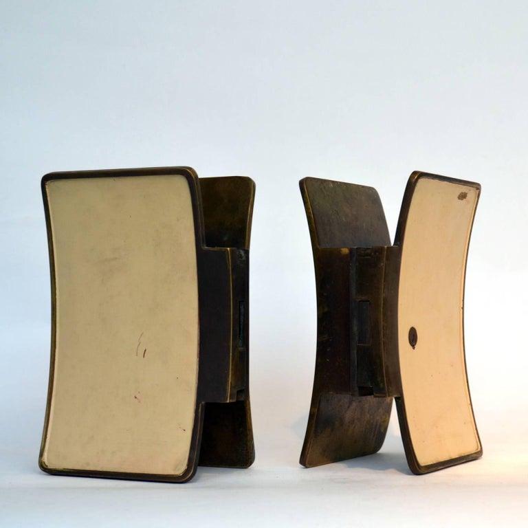 1950s Pair of Italian Push-Pull Door Handles Brass and Cream Enamel For Sale 2