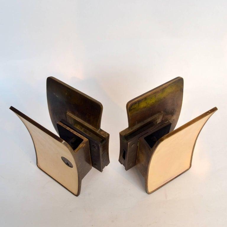 1950s Pair of Italian Push-Pull Door Handles Brass and Cream Enamel For Sale 4