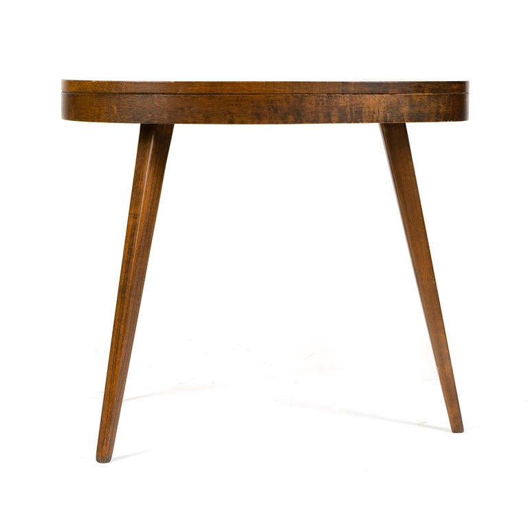 1950s Pair of Walnut Side Tables For Sale 1