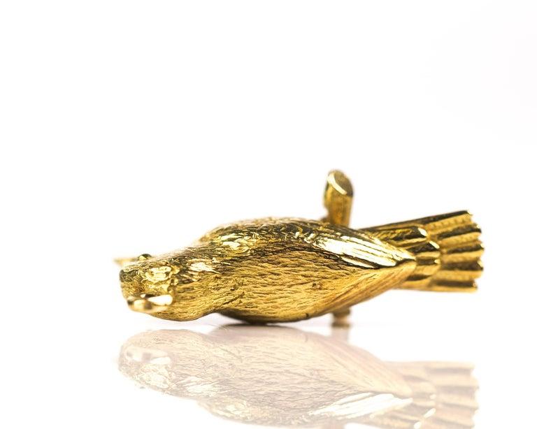 Retro 1950s Perched Woodpecker Bird Charm Pendant, 18 Karat Yellow Gold For Sale