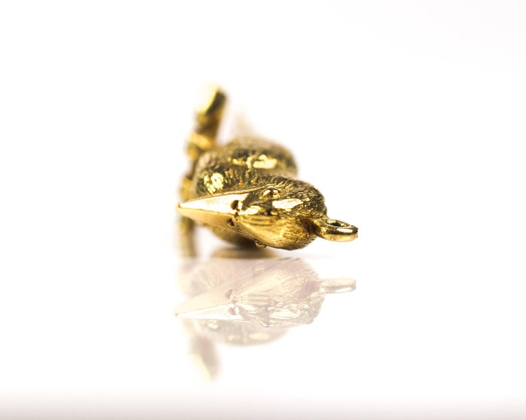 1950s Perched Woodpecker Bird Charm Pendant, 18 Karat Yellow Gold In Good Condition For Sale In New York, NY