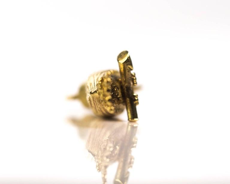 1950s Perched Woodpecker Bird Charm Pendant, 18 Karat Yellow Gold For Sale 1