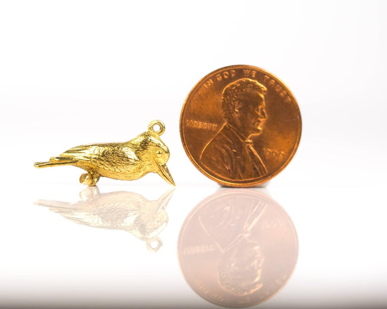 1950s Perched Woodpecker Bird Charm Pendant, 18 Karat Yellow Gold For Sale 2