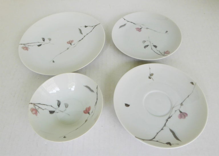 1950s Raymond Loewy Quince Pattern 36 Pieces Breakfast Set by Rosenthal Germany For Sale 4