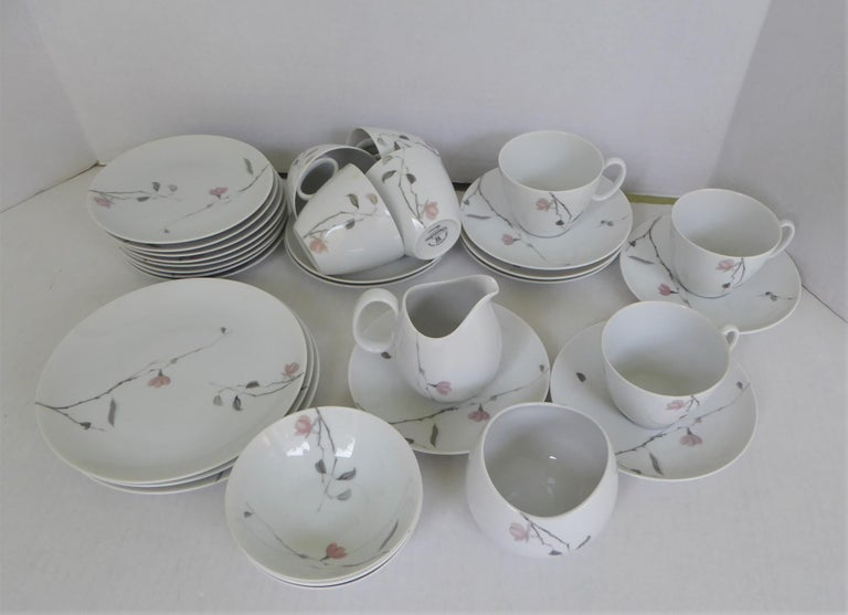 1950s Raymond Loewy Quince Pattern 36 Pieces Breakfast Set by Rosenthal Germany In Good Condition For Sale In Miami, FL