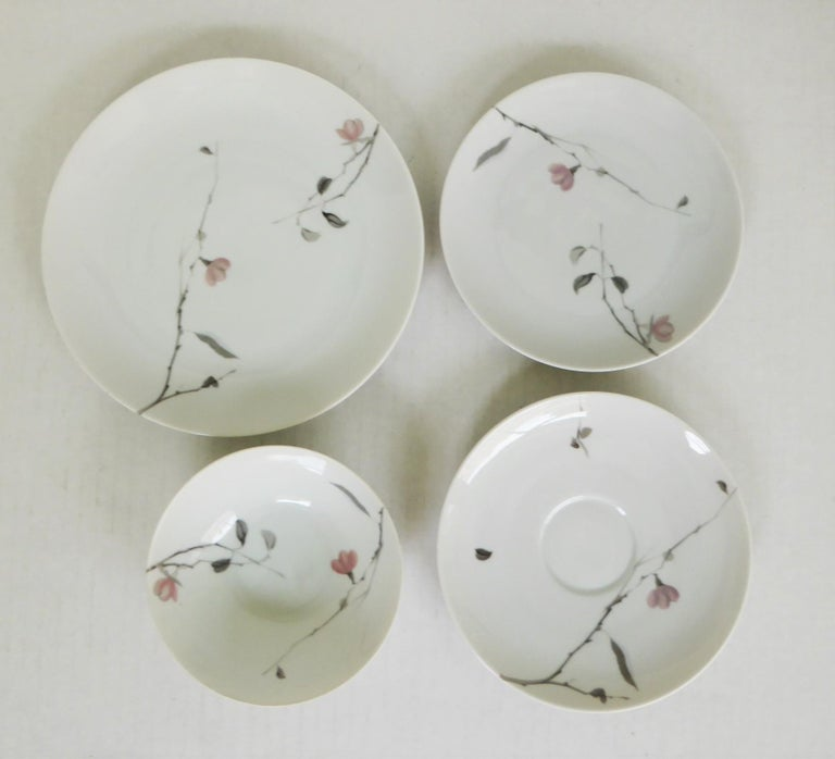 1950s Raymond Loewy Quince Pattern 36 Pieces Breakfast Set by Rosenthal Germany For Sale 3