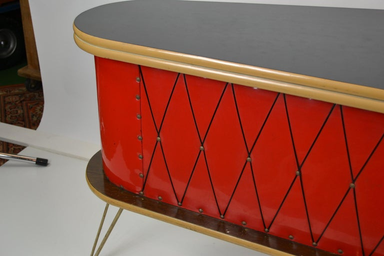 1950s Red Storage Cabinet, Home Bar In Good Condition For Sale In Antwerp, BE