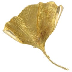 1950s Retro 18 Karats Yellow Gold Ginkgo Biloba Leaf Brooch