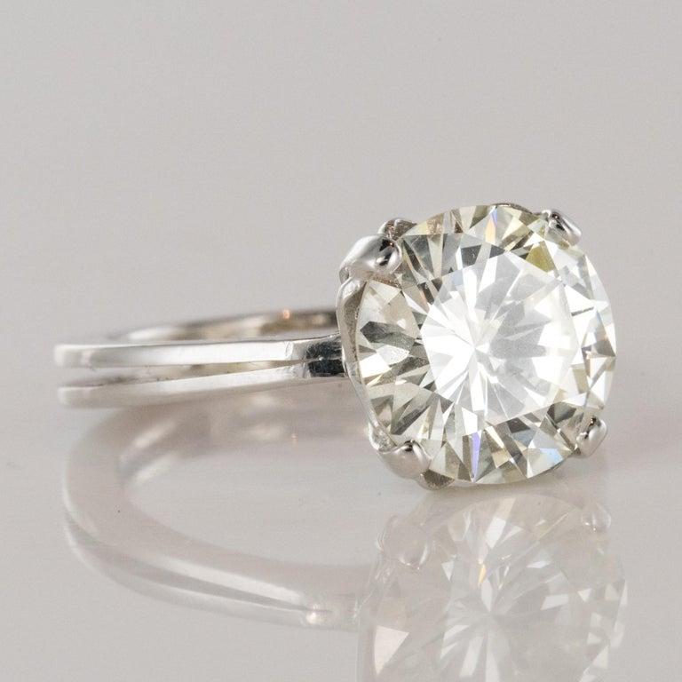 1950s Retro 3.20 Carat Diamond White Gold Solitary Ring For Sale 6