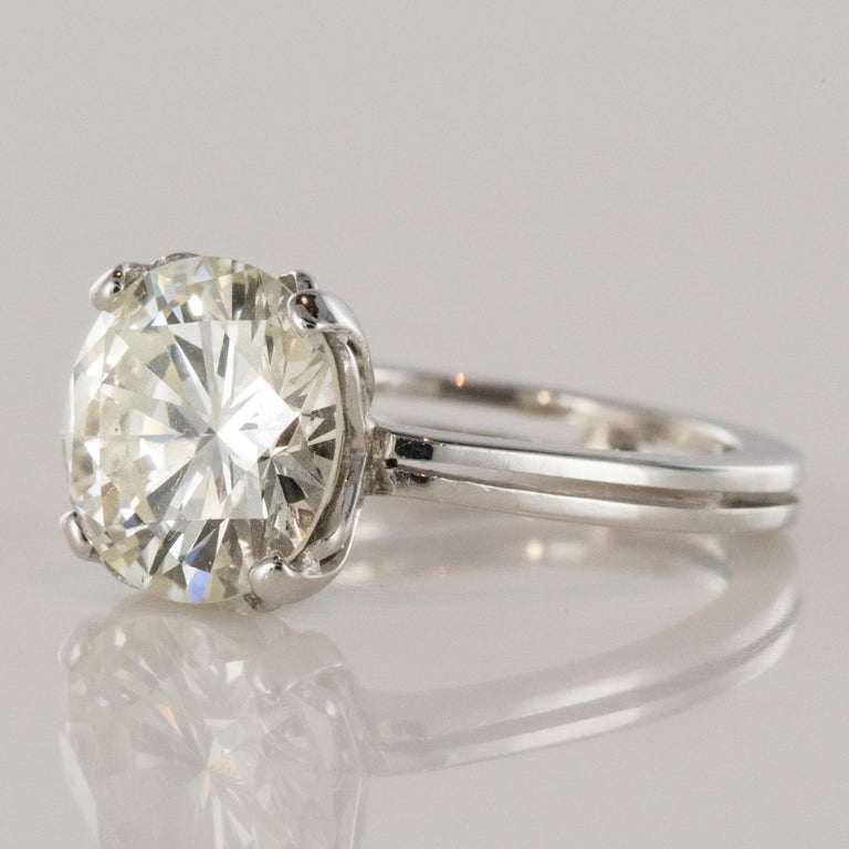 1950s Retro 3.20 Carat Diamond White Gold Solitary Ring In Excellent Condition For Sale In Poitiers, FR