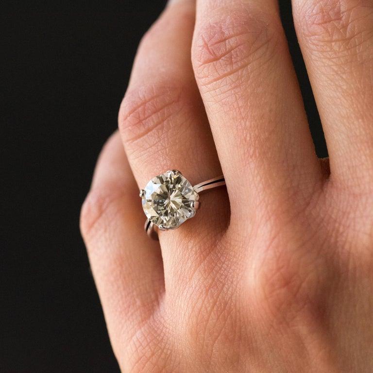 1950s Retro 3.20 Carat Diamond White Gold Solitary Ring For Sale 1