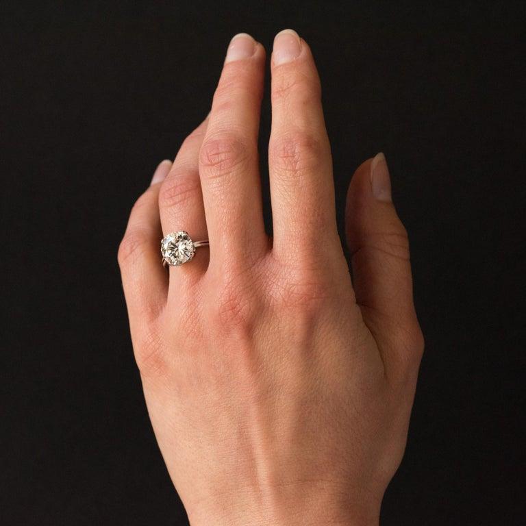 1950s Retro 3.20 Carat Diamond White Gold Solitary Ring For Sale 2