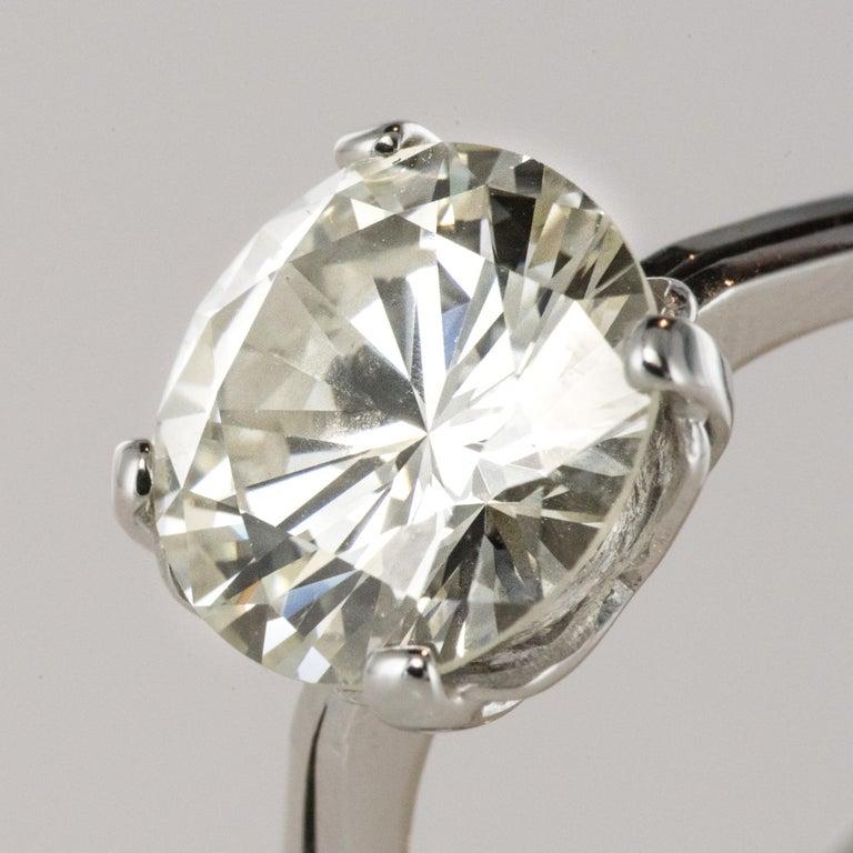 1950s Retro 3.20 Carat Diamond White Gold Solitary Ring For Sale 3
