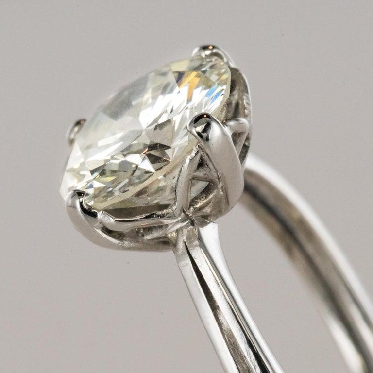 1950s Retro 3.20 Carat Diamond White Gold Solitary Ring For Sale 4