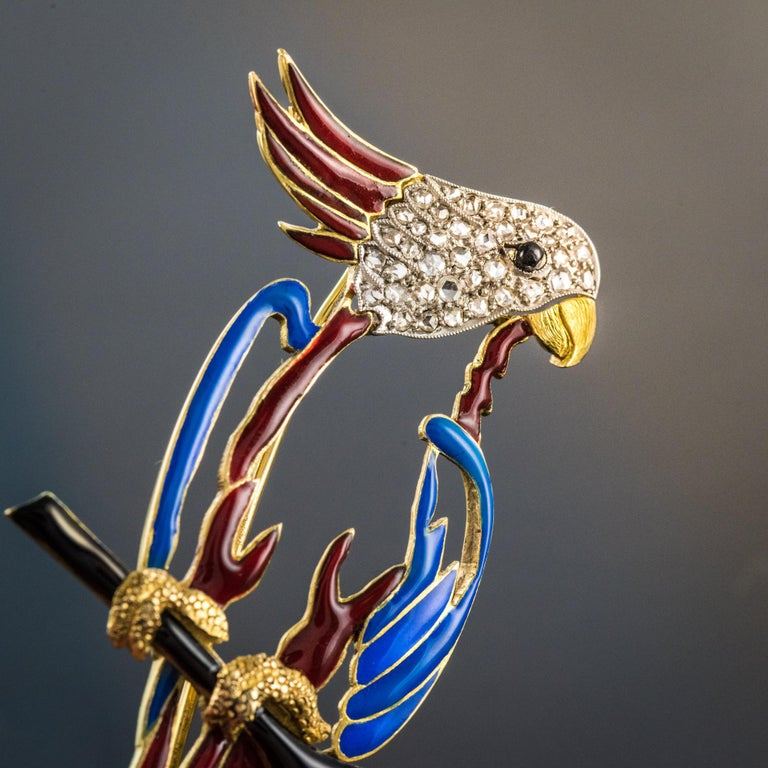 1950s Retro Enamel Diamonds 18 Karat Yellow Gold Parrot Brooch In Good Condition For Sale In Poitiers, FR