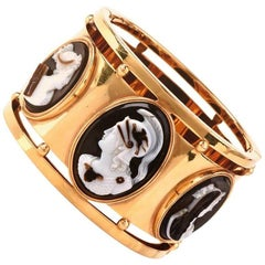 1950s Roman Shell Cameo 18 Karat Yellow Gold Bangle Bracelet