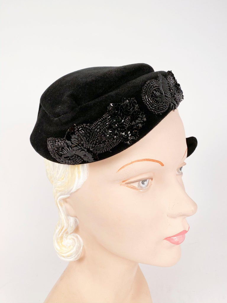 1950s Roos Bros. Black Velvet Hat In Good Condition For Sale In San Francisco, CA